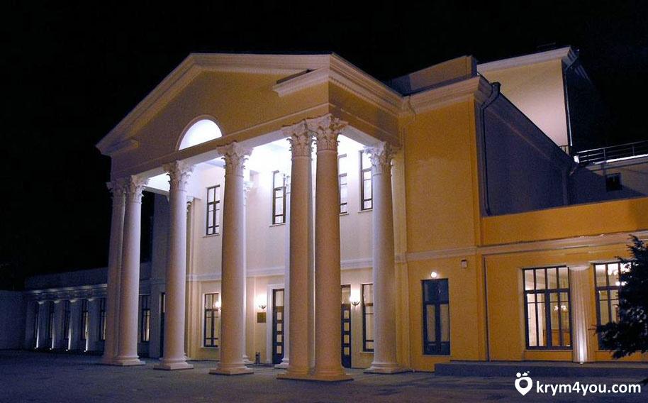 Театр имени А.П.Чехова в Ялте