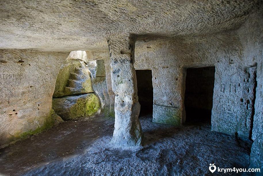 Пещерный город Мангуп-Кале 3