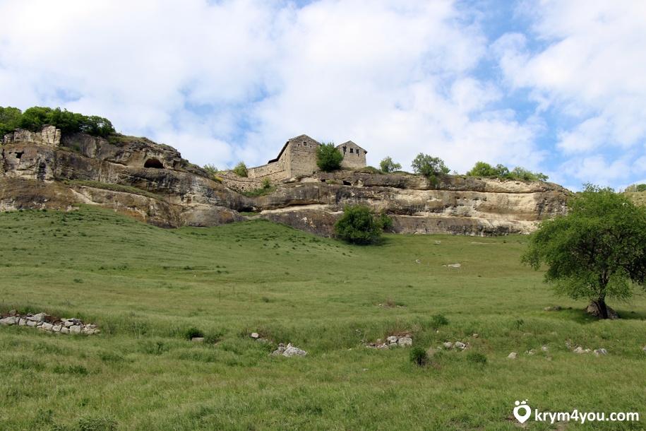 Чуфут-Кале пещерный город Крым