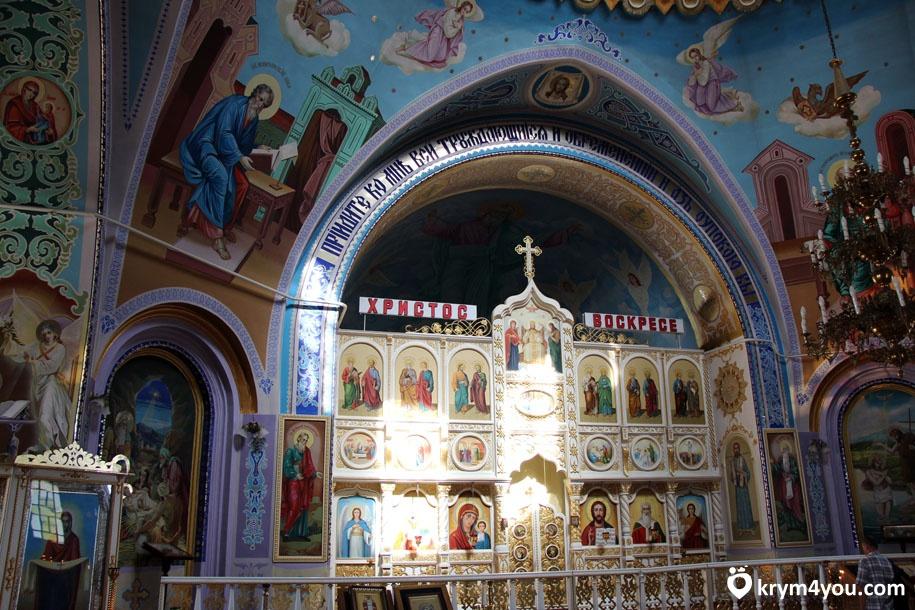 Церковь в Саках