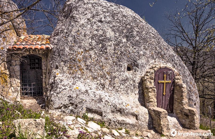 Эски-Кермен пещерный город 2