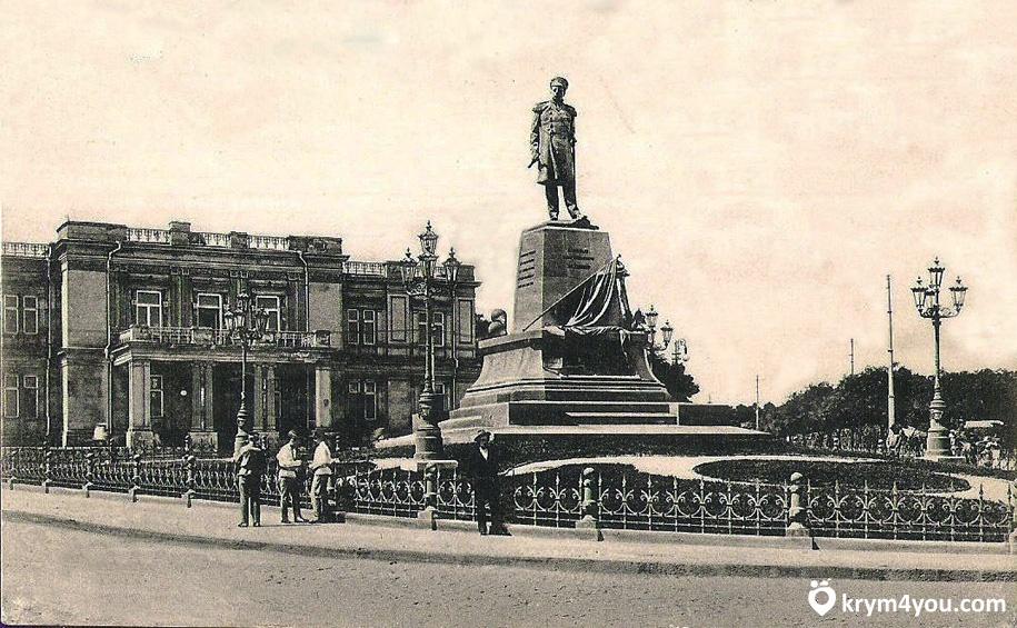 Памятник Нахимову в Севастополе Крым