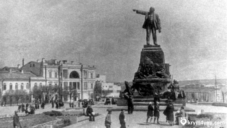 Севастополь Памятник Адмиралу Нахимову