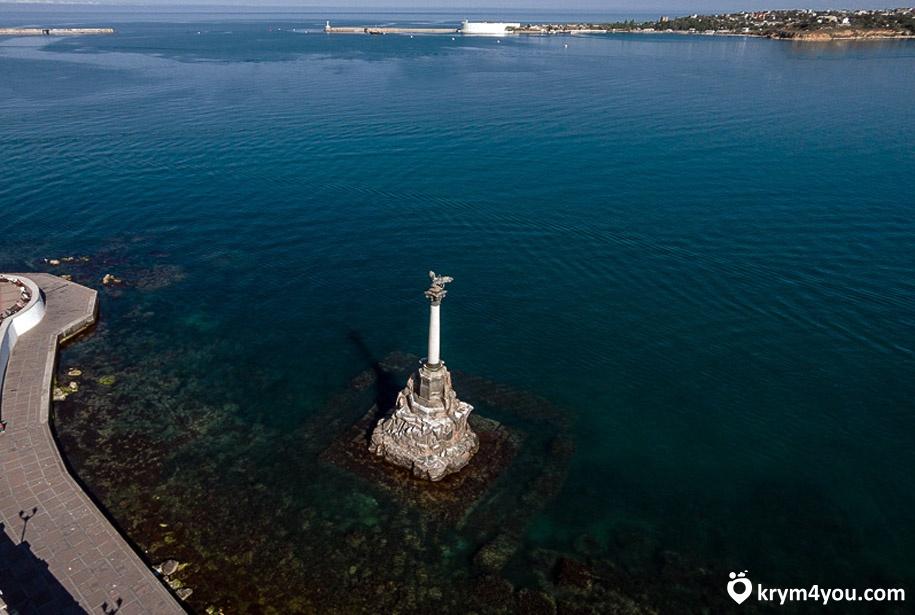 Набережная Севастополя памятник Затопленным корабля