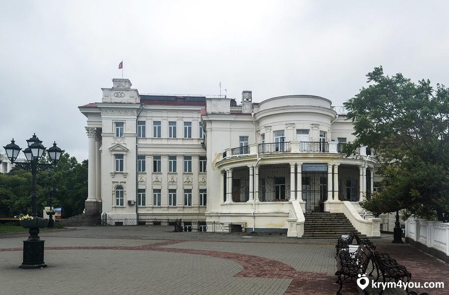 Дворец Детства и Юности в Крыму