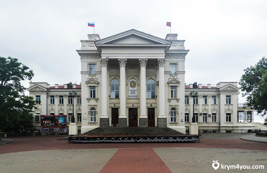 Крым Дворец Детства и Юности в Севастополе