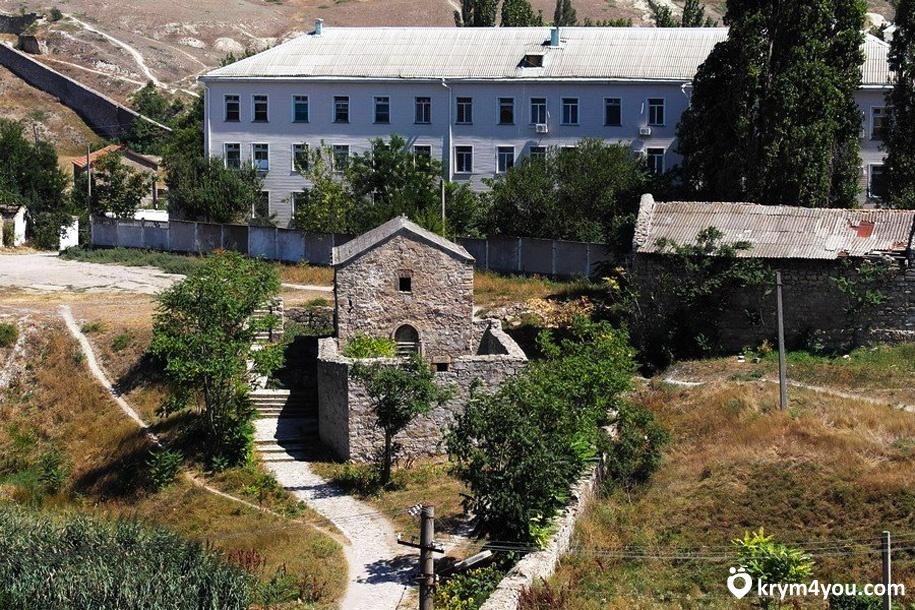 Армянская крепость Айоц-Берд